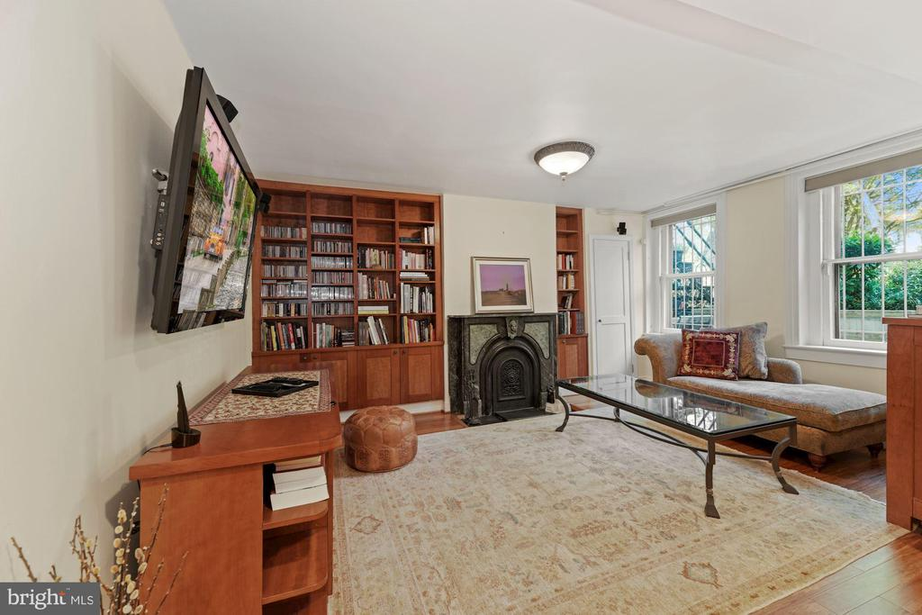 Den with Built-ins and Fireplace - 709 E CAPITOL ST SE, WASHINGTON