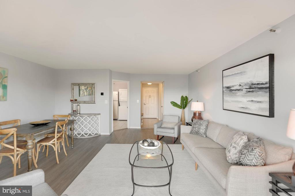 Laminate hardwood floors throughout living area - 1600 N OAK ST #624, ARLINGTON