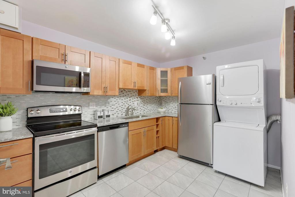 Renovated kitchen - 1600 N OAK ST #624, ARLINGTON