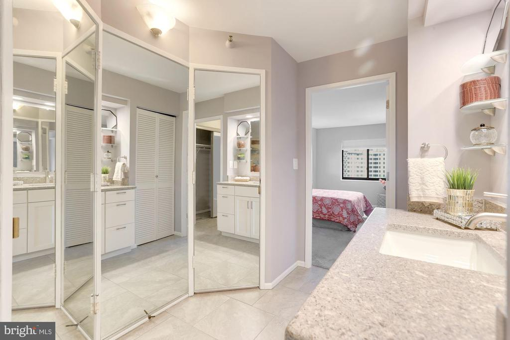 Primary bathroom - 1600 N OAK ST #624, ARLINGTON