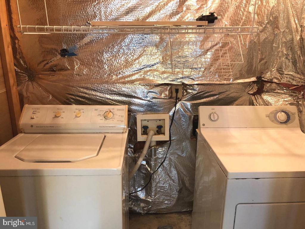 Lower Level Laundry - 20 FULTON DR, STAFFORD