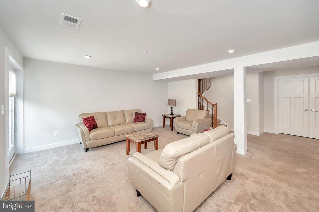 Sitting area in Rec Room - 17152 BELLE ISLE DR, DUMFRIES