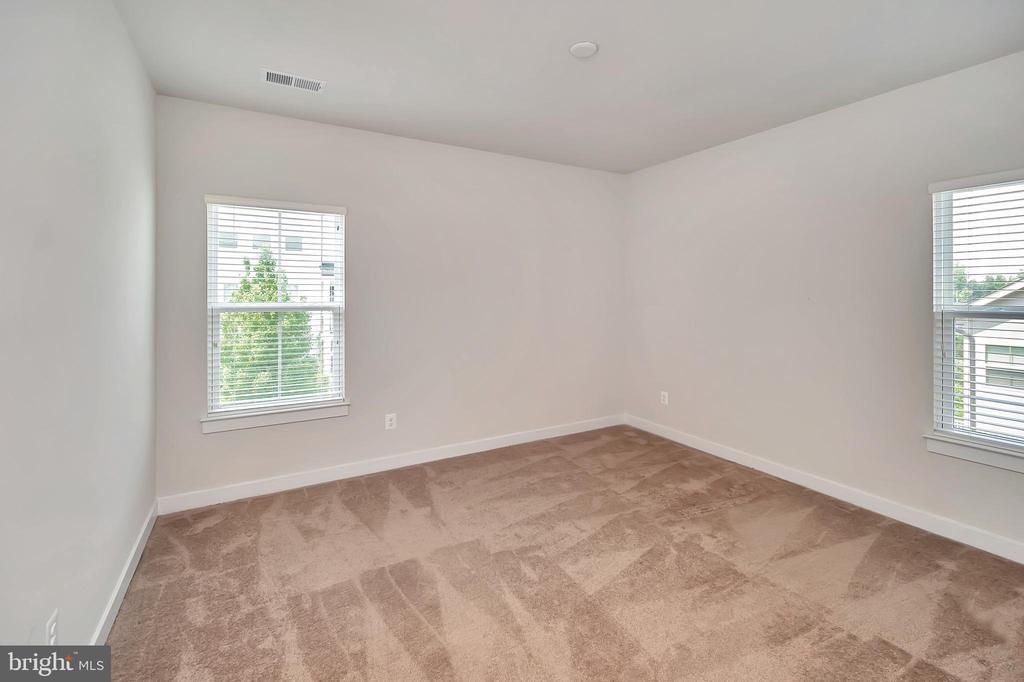 3 Bedroom with ensuite (upper-level) - 17152 BELLE ISLE DR, DUMFRIES