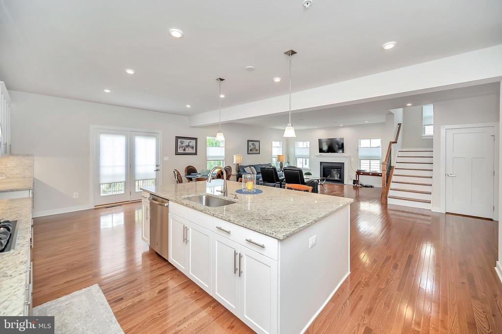 Functional Kitchen Island - 17152 BELLE ISLE DR, DUMFRIES