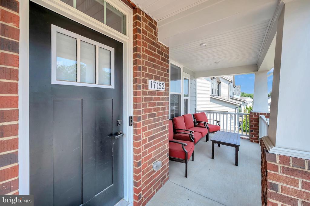Craftsmen Style Entryway Door - 17152 BELLE ISLE DR, DUMFRIES