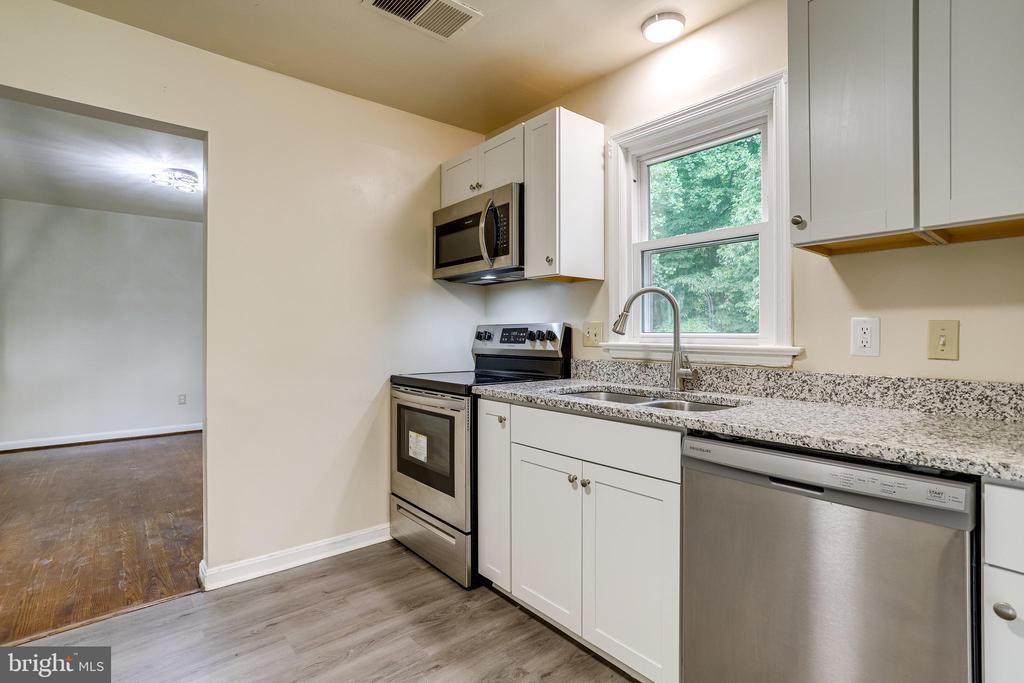 New Kitchen - 4005 LAKE BLVD, ANNANDALE