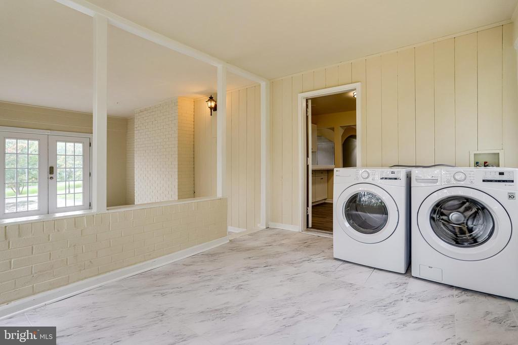New Washer and Dryer - 4005 LAKE BLVD, ANNANDALE