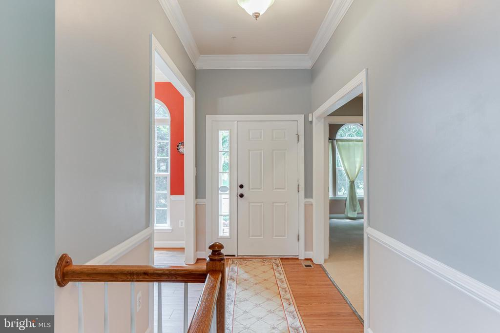 Inviting foyer - 111 MAROON CT, FREDERICK