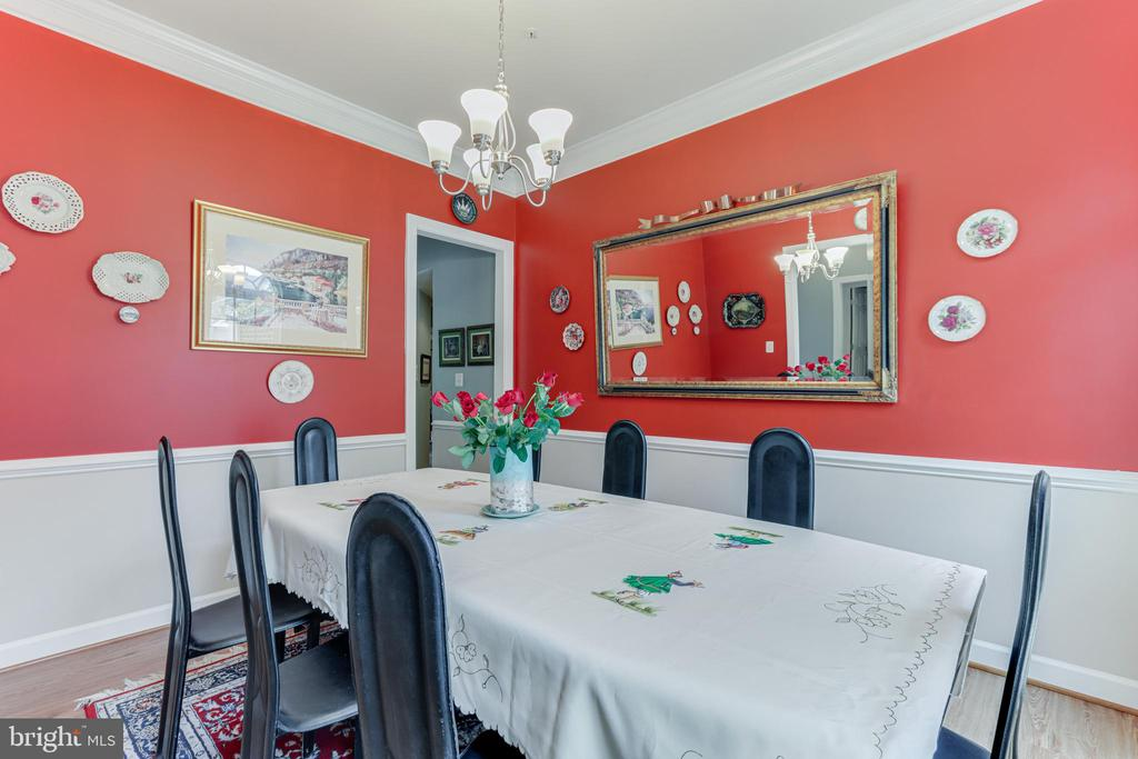 Large dining room - 111 MAROON CT, FREDERICK