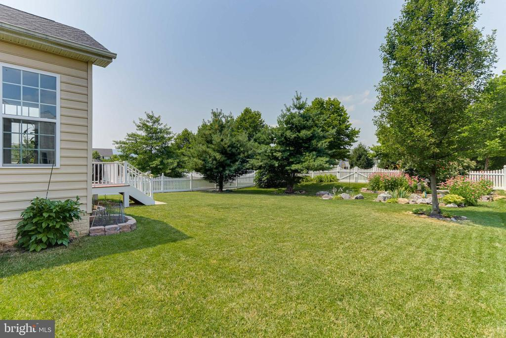 Fenced backyard - 111 MAROON CT, FREDERICK