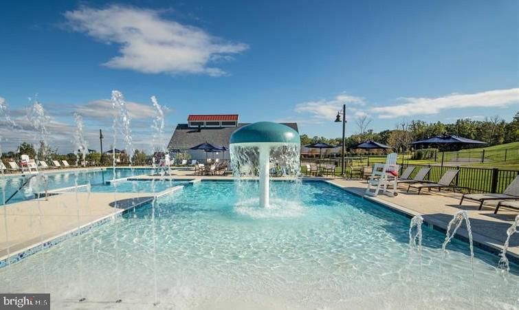 Outdoor Pool - 17152 BELLE ISLE DR, DUMFRIES