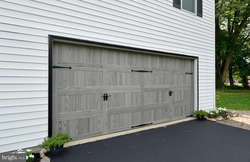 New garage door - 410 S NURSERY AVE, PURCELLVILLE