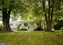 Perfectly sited on 1+ acre lot - 410 S NURSERY AVE, PURCELLVILLE