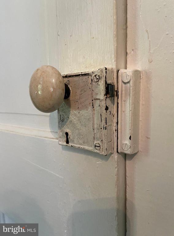 Original door knob to main level bedroom - 410 S NURSERY AVE, PURCELLVILLE
