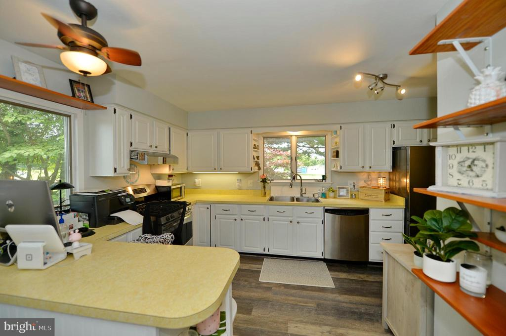 Kitchen view 4 - 410 S NURSERY AVE, PURCELLVILLE