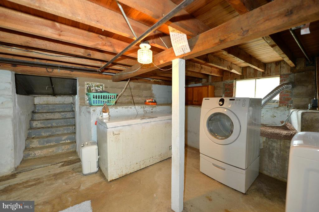 Lower level laundry room - 410 S NURSERY AVE, PURCELLVILLE
