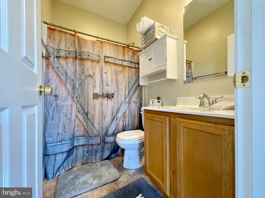 Full bath - 410 S NURSERY AVE, PURCELLVILLE