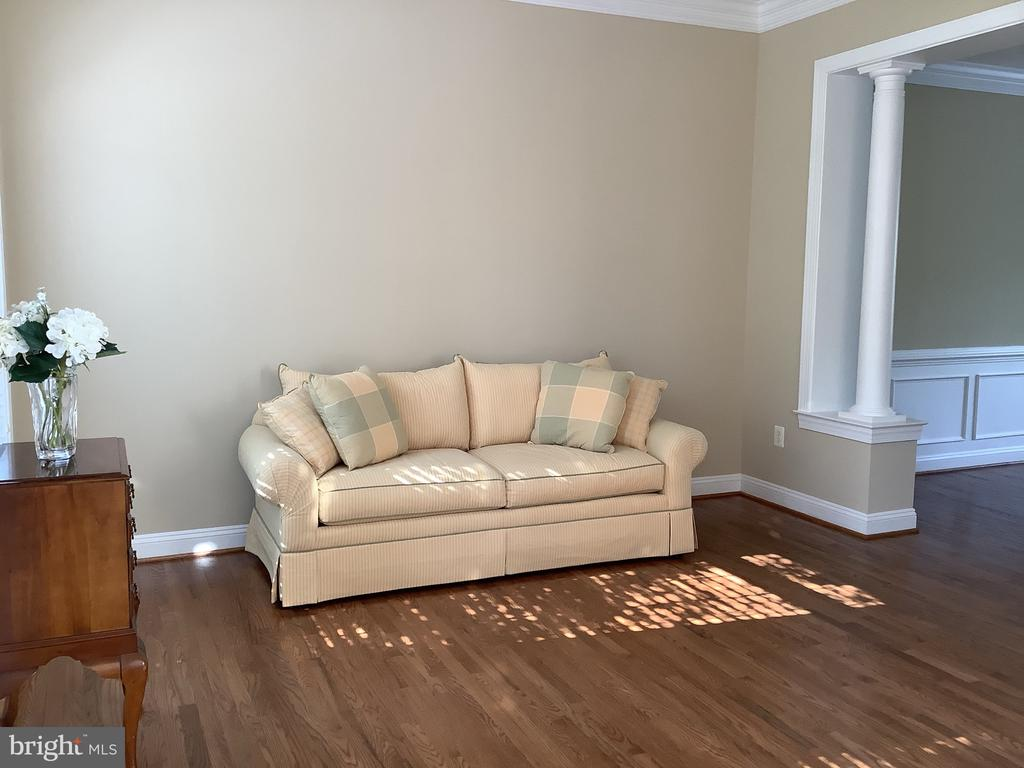 Living Room flows into Dining Room - 22554 FOREST RUN DR, ASHBURN