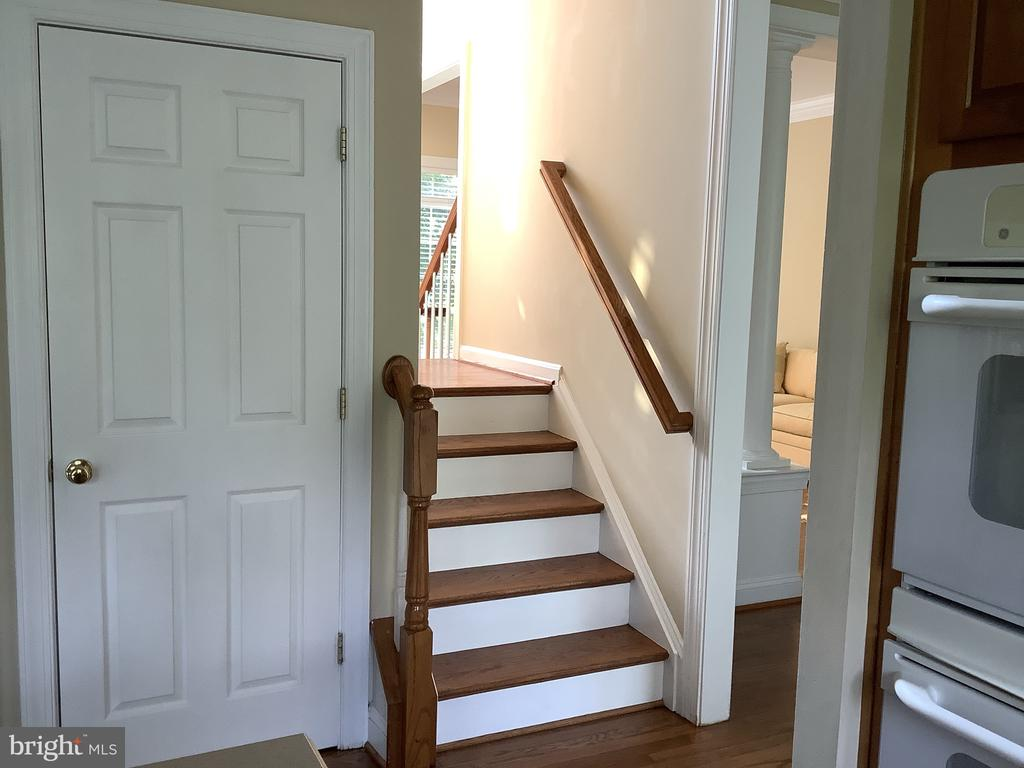 Dual Staircase - 22554 FOREST RUN DR, ASHBURN
