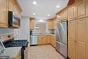 Gourmet eat in kitchen - 8017 GALLA KNOLL CIR, SPRINGFIELD