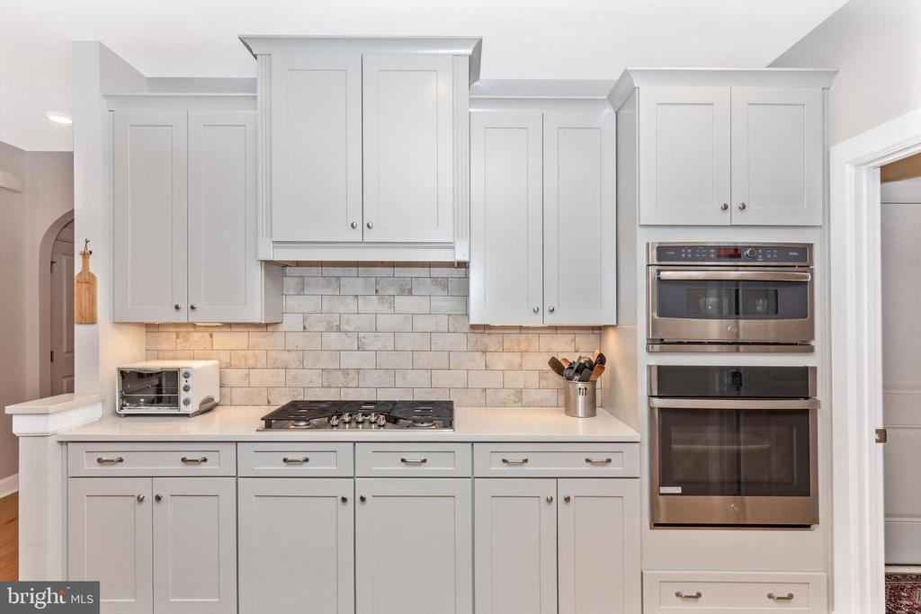 Wall convection microwave/oven and full size oven - 3835 FULHAM RD, FREDERICK