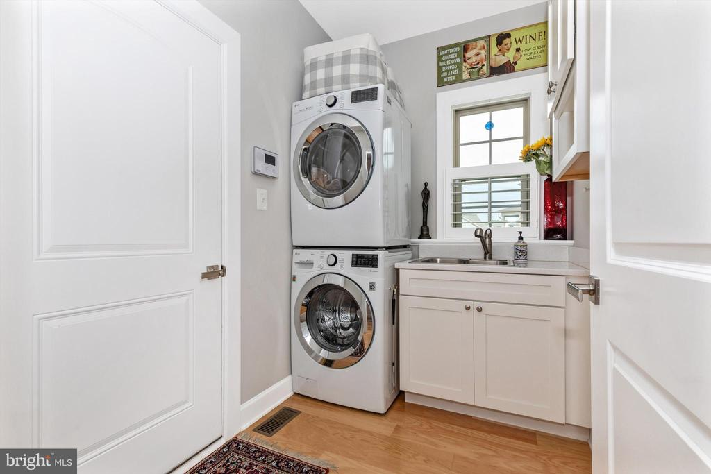 Main level laundry with sink and custom cabinetry - 3835 FULHAM RD, FREDERICK