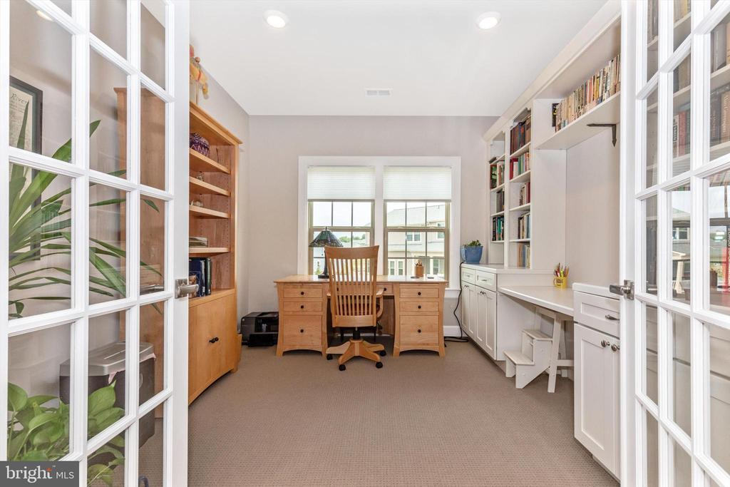 Hobby/office with double French doors - 3835 FULHAM RD, FREDERICK
