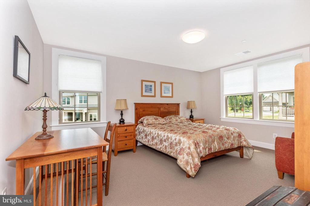 Upper level bedroom 3 with walk-in closet - 3835 FULHAM RD, FREDERICK