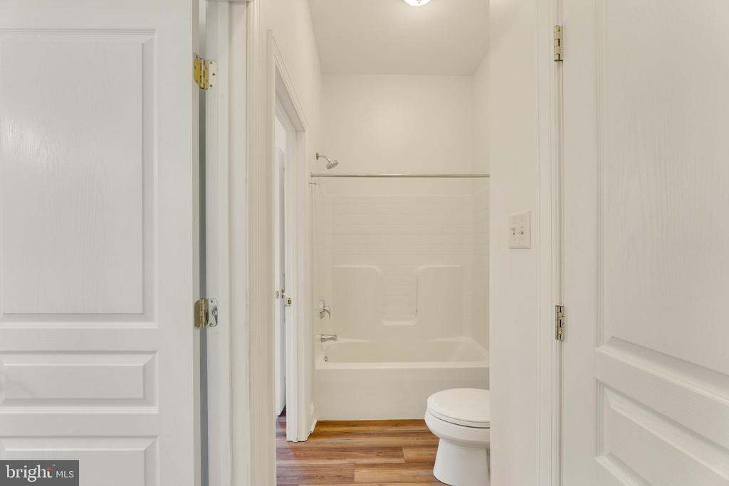 Jack and Jill bath for 2nd and 3rd bedroom - 4346 BASFORD RD, FREDERICK