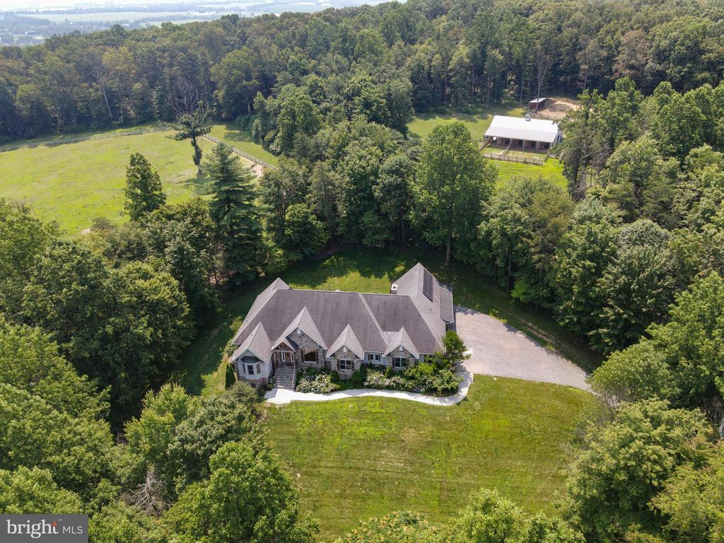 This country estate welcomes you and your horses - 4346 BASFORD RD, FREDERICK