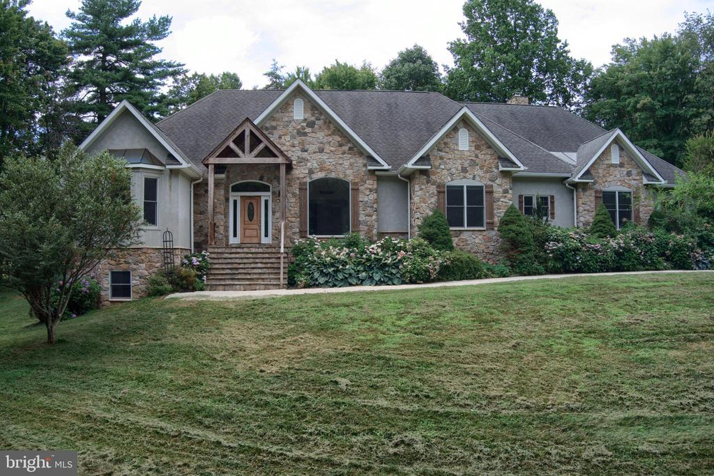 This 30 acre country estate welcomes you - 4346 BASFORD RD, FREDERICK