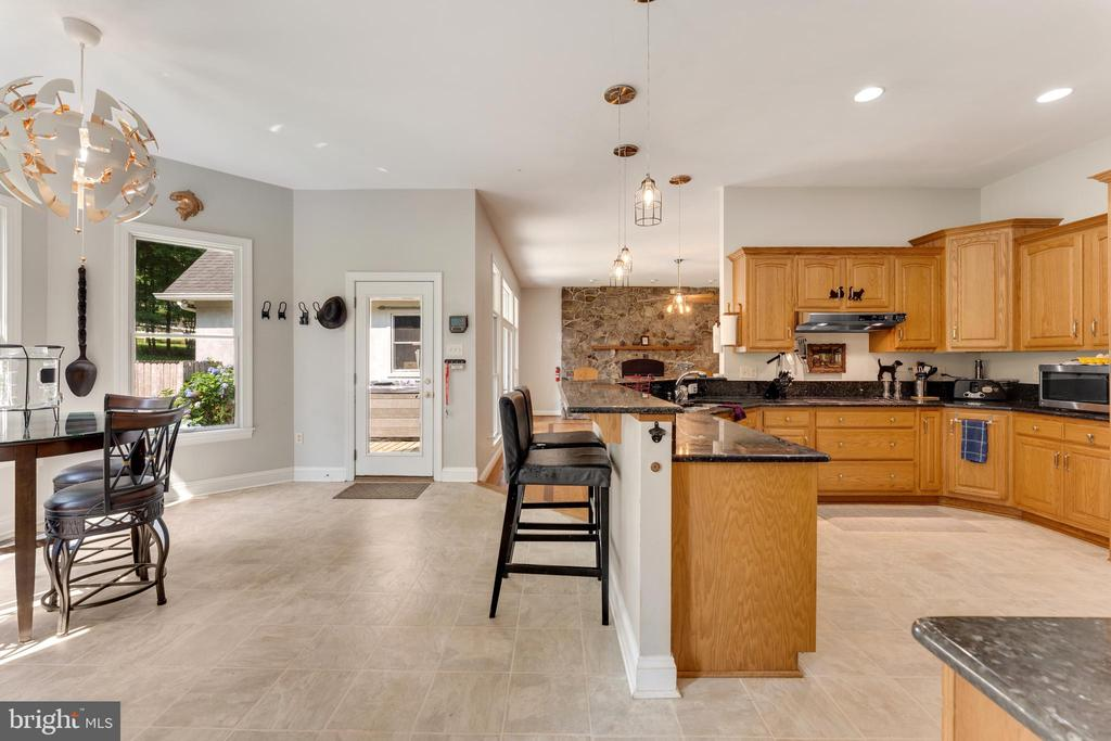 Large kitchen features granite countertops - 4346 BASFORD RD, FREDERICK