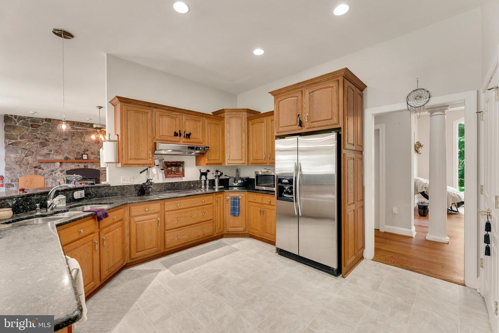 Matching stainless steel appliances - 4346 BASFORD RD, FREDERICK