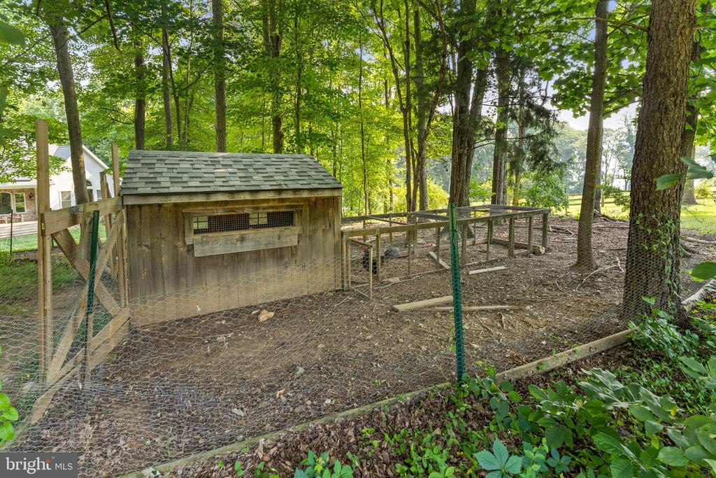 Poultry pen has a large chicken coop - 4346 BASFORD RD, FREDERICK