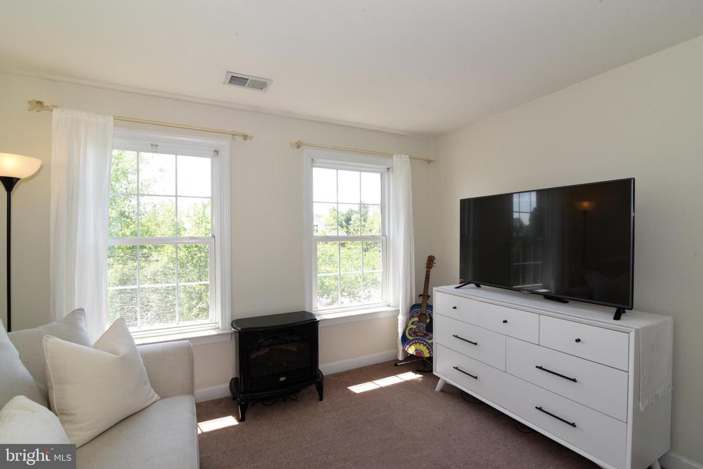 Bedroom 4 - 43298 HEATHER LEIGH CT, ASHBURN