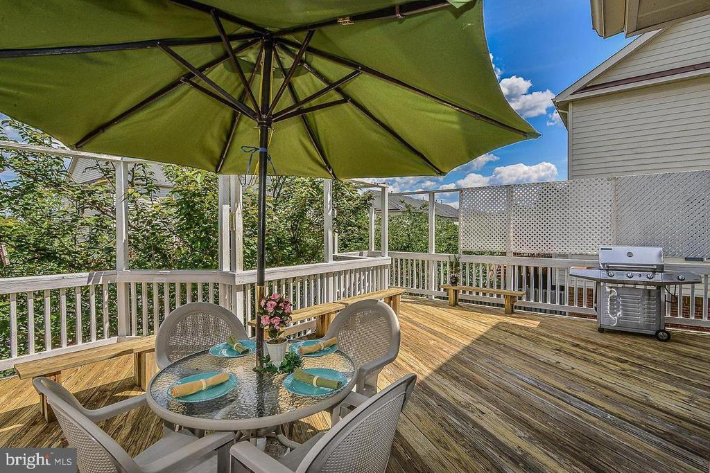 - 25506 CROSSFIELD DR, CHANTILLY
