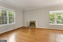Living room area with lots of natural light - 920 S ROLFE ST, ARLINGTON