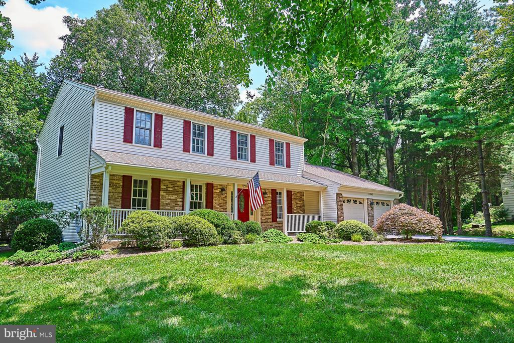Nicely Situated on the Lot - 11902 HOLLY SPRING DR, GREAT FALLS