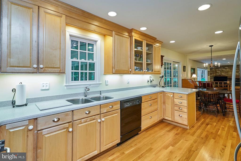 Upgraded Kitchen; Hardwood Floor - 11902 HOLLY SPRING DR, GREAT FALLS