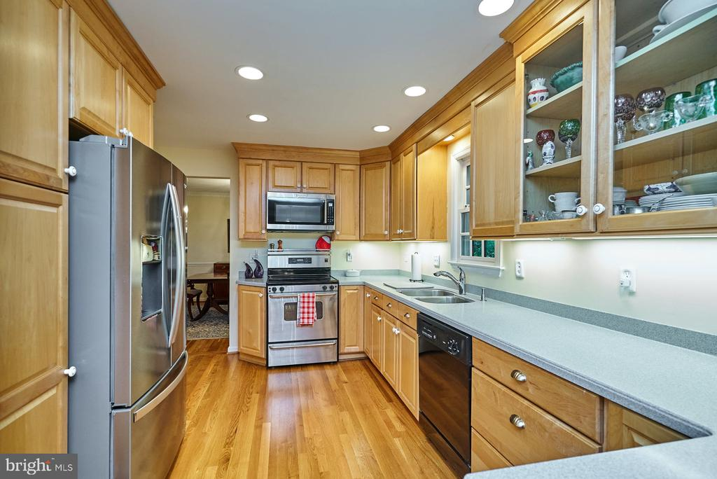 Stainless Steel Appliances - 11902 HOLLY SPRING DR, GREAT FALLS