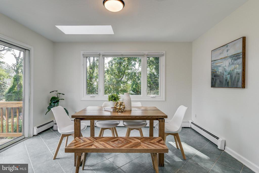 Large table space with picture window & skylights - 10106 GREENOCK RD, SILVER SPRING
