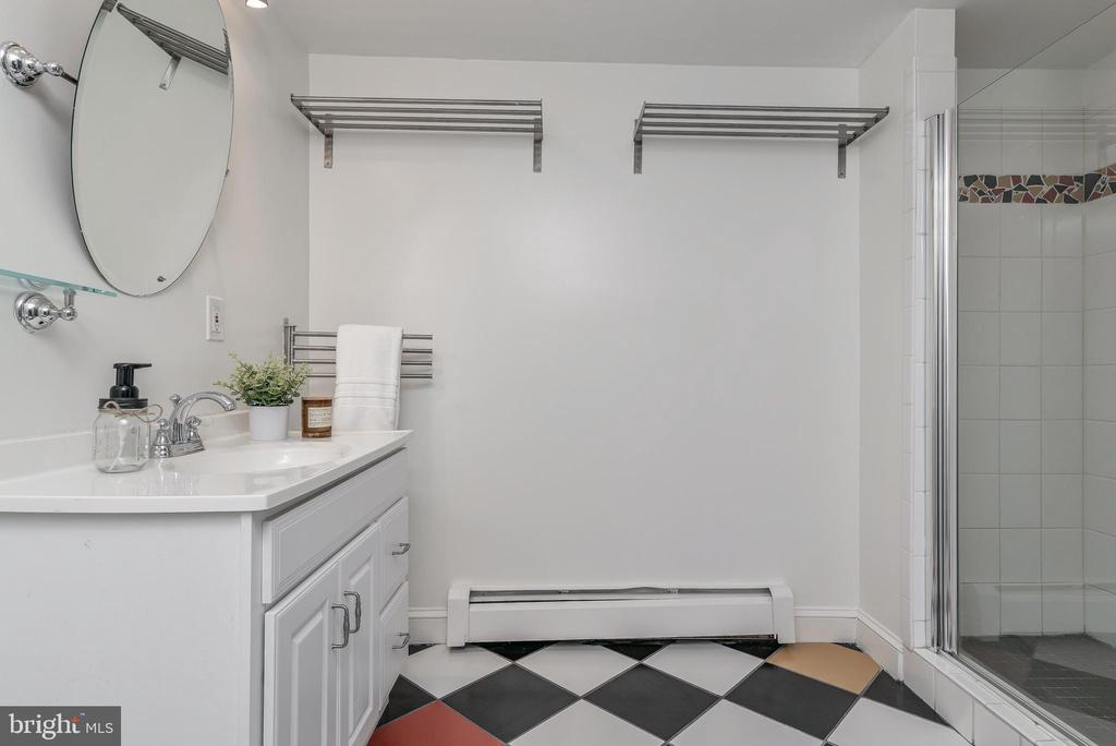 Lower level bath with tiled shower - 10106 GREENOCK RD, SILVER SPRING