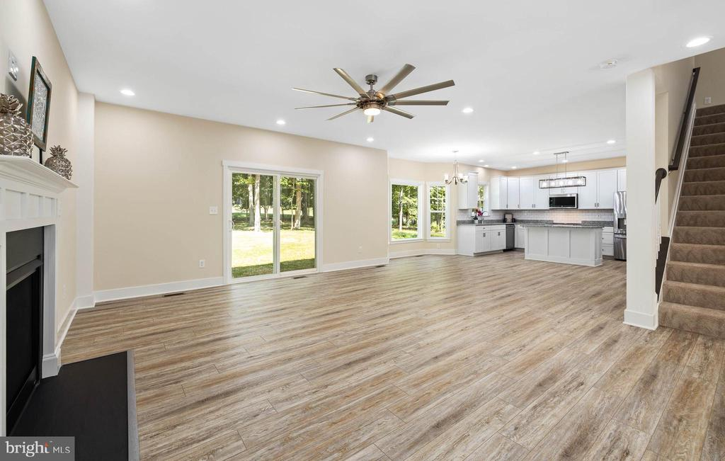 View from family room to kitchen - 207 WASHINGTON ST, LOCUST GROVE