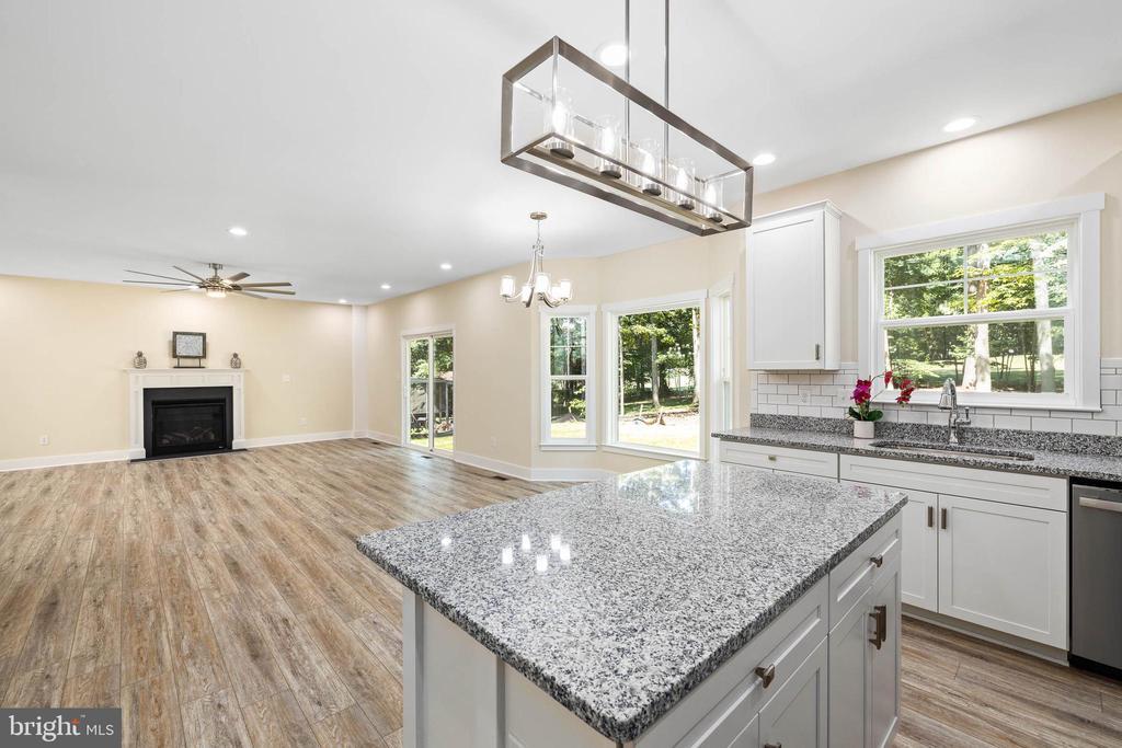 Open floor plan - 207 WASHINGTON ST, LOCUST GROVE