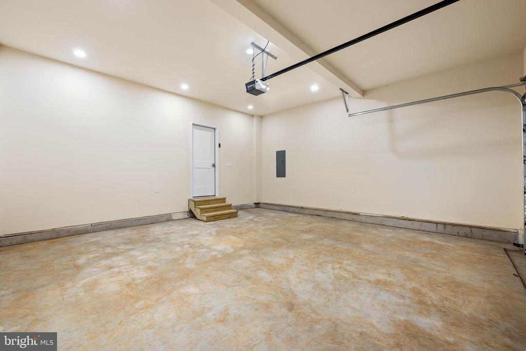 Recessed lights in garage! - 207 WASHINGTON ST, LOCUST GROVE