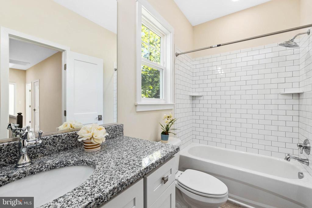 2nd full bath is on upper level - 207 WASHINGTON ST, LOCUST GROVE