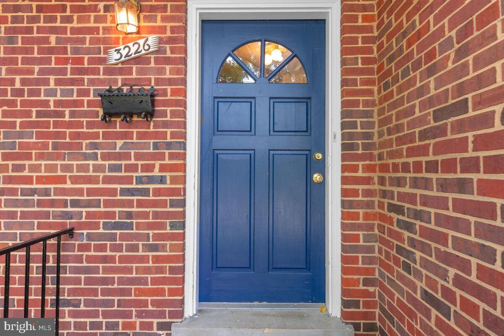 Entrance - 3226 SLEEPY HOLLOW RD, FALLS CHURCH