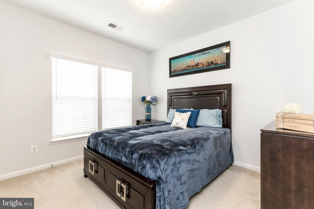 Upper bedroom 2 - 23384 MORNING WALK DR, BRAMBLETON