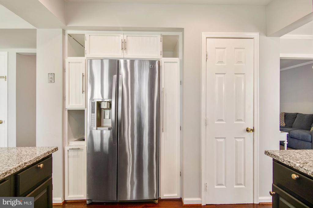Pantry plus more cabinet storage - 205 SAIL CV, STAFFORD