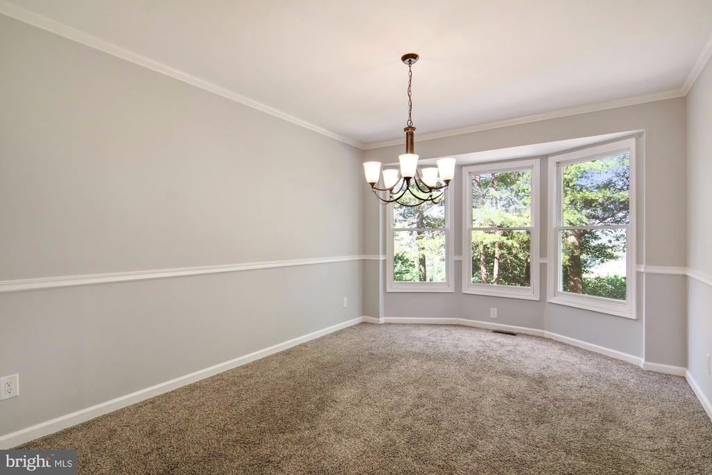 Dining room with crown molding and bay window - 205 SAIL CV, STAFFORD
